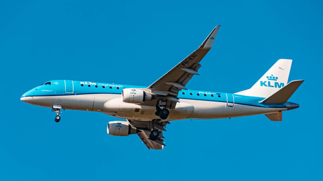 KLM Embraer E75L (PH-EXI) approaching munich airport MUC on a sunny winter day