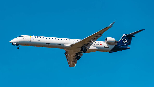 Lufthansa Bombardier CRJ9 (D-ACNM) approaching munich airport MUC on a sunny winter day