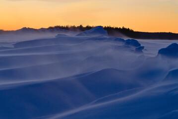 Śnieżny wiatr. - fototapety na wymiar