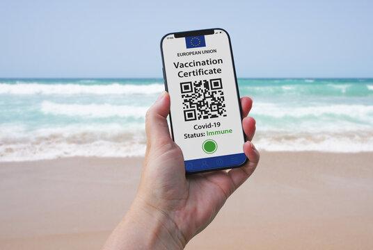 Digitaler Impfausweis, Impfpass, Zertifikat, ermöglicht Urlaub am Strand, Covid