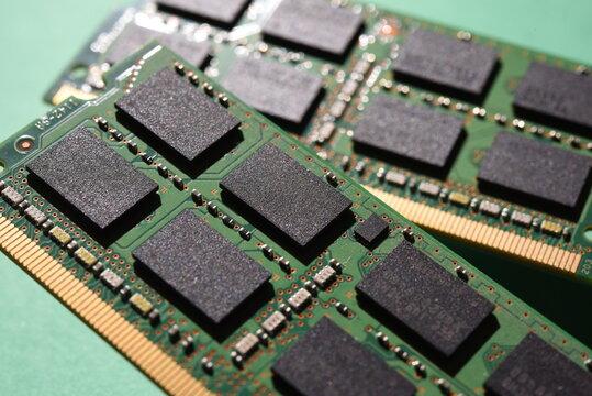 パソコンの主記憶装置(メモリ)