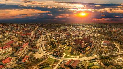 Zachód słońca w Olsztynie na Warmii w północno-wschodniej Polsce