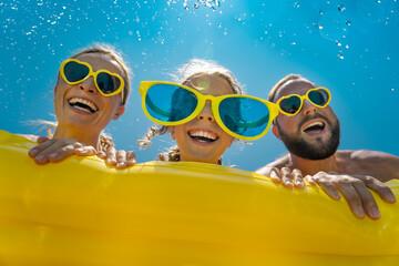Fototapeta Spring break! Happy family having fun on summer vacation obraz