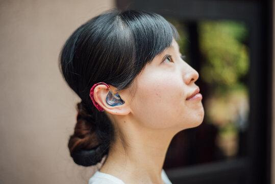 【手話】(女性)補聴器