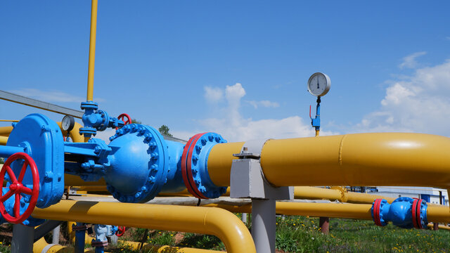 Gas storage equipment. The pressure gauge shows low pressure. There is not enough gas in the storage. Selective focus.