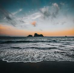 Cathedral Cove bij zonsondergang, Nieuw-Zeeland