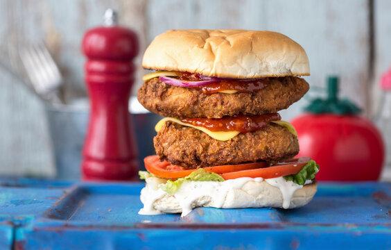 Doppelter veganer Cheeseburger