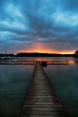 zachód słońca w pochmurny dzień - fototapety na wymiar