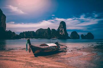 Obraz Traditional longtail boat on Tonsai beach, Thailand. - fototapety do salonu