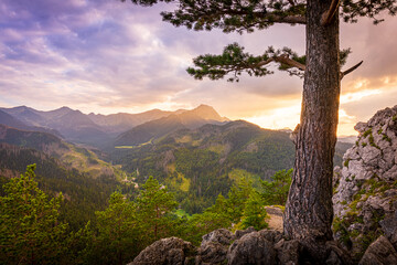 Fototapeta Zachód słońca nad Tatrami podziwiany z Nosala. Zakopane - Kalatówki, Dolina Bystrej obraz