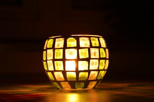 Nachtlicht - Nachts bei Kerzenschein - Teelicht im Glasgefäß - Lichtkugel mit Mosaik