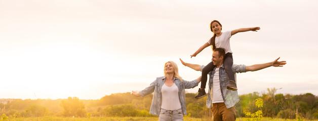 Fototapeta Young happy family in a field obraz