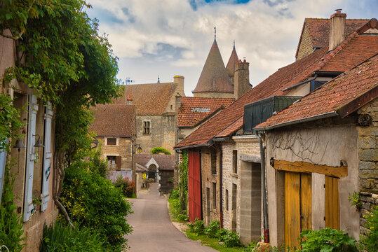 Chateauneuf-an-Auxois im Burgund in Frankreich