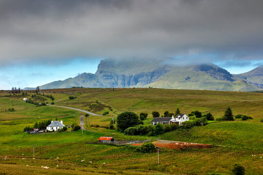 lonely houses on the isle of skye in scotland