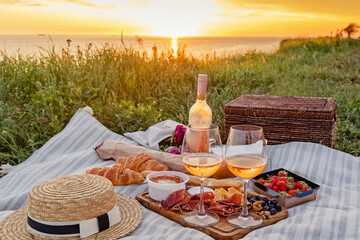 Obraz Picnic with strawberries, croissants and appetizers on the board and rose wine. - fototapety do salonu