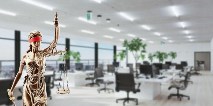 Justitia vor Büro als Arbeitsrecht und Tarifvertrag Konzept