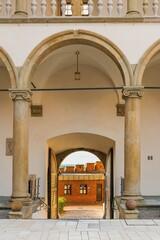 Fototapeta Dziedziniec na Wawelu o poranku z króżgankami obraz