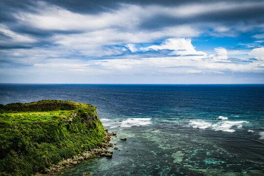 沖縄の海と空と植物