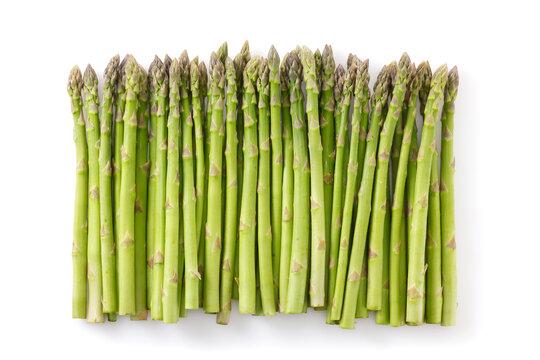 白い背景に置かれた北海道産グリーンアスパラガス Hokkaido green asparagus placed on a white background