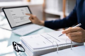 Obraz Accountant Calculating E Invoice Tax Bill - fototapety do salonu