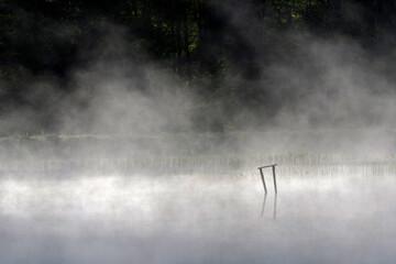 mgła nad wodą
