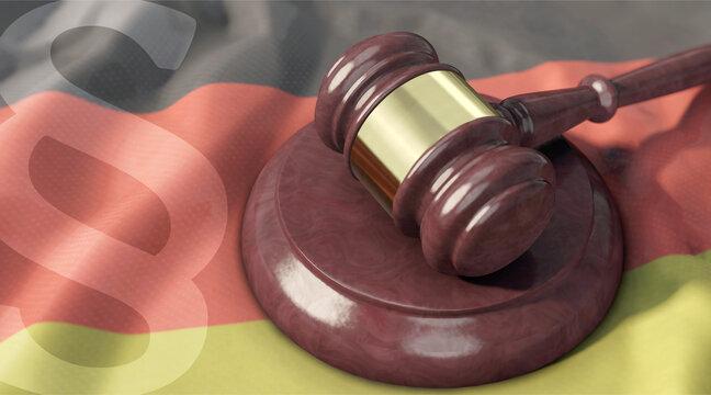 Richterhammer auf Deutschlandfahne und Paragrafenzeichen im Vordergrund