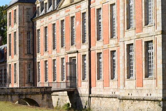 Château de Chamarande Essonne architecture façade fenêtres briques