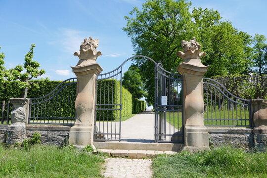 Gartenportal Schlosspark Schloss Seehof