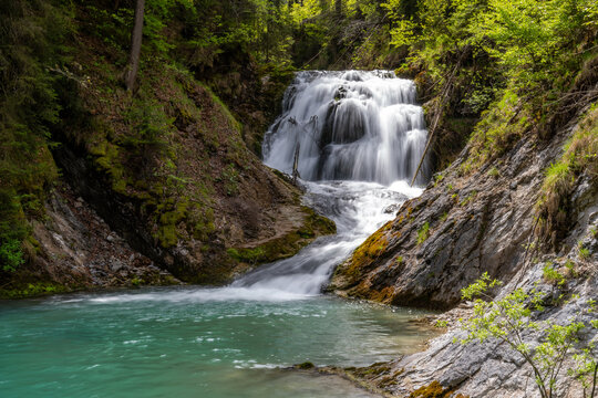 Wilder Wasserfall Obernachkanal bei Wallgau in Oberbayern