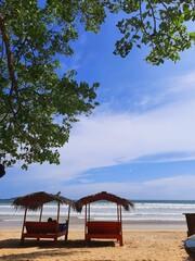 Tropikalny krajobraz, plaża i ocean.