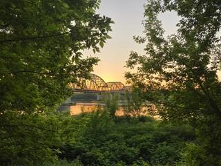 Most Fordoński o zachodzie słońca