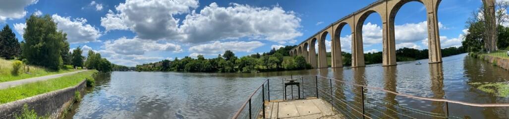 Obraz viaduc de l'Isle-Jourdain dans la vienne en France  - fototapety do salonu