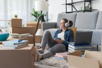 Obraz Woman relaxing in her new home - fototapety do salonu