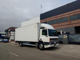Obraz ciężarówka samochód transport pojazd biały - fototapety do salonu