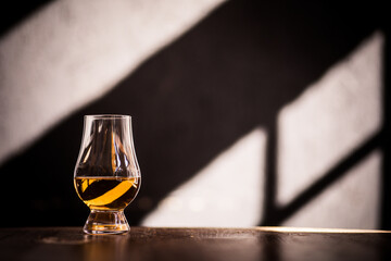 Obraz Glencairn single malt whisky glass - fototapety do salonu
