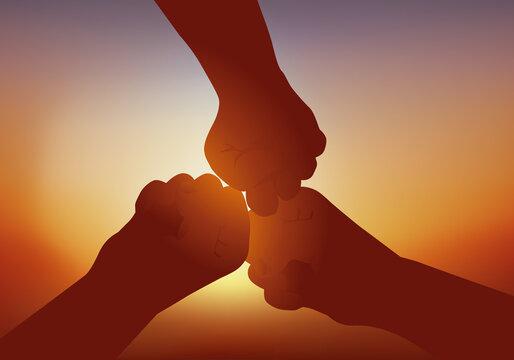 Concept de la solidarité et de l'amitié, avec trois poings unis qui symbolisent la fraternité et le partenariat.