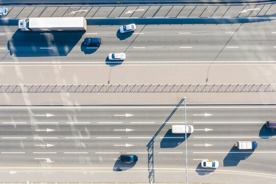 Aerial view of a four-lane highway in the city.