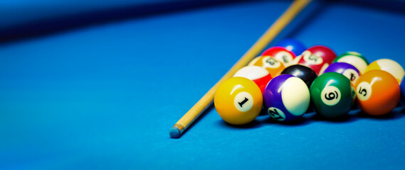 Fototapeta billiard pool balls rack and cue on the blue cloth table. banner copy space obraz
