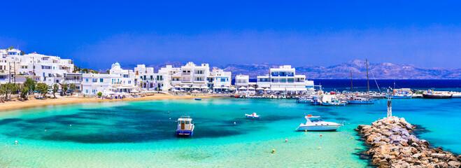 Fototapeta Greece holidays, Cyclades, Paros island beaches and sea. Scenic tranquil coastal village Piso Livadi with turquoise sea and taverns by the sea obraz