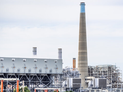 New Combined-cycle natural gas-fired power station on the left (air-cooled condenser, air intakes in the front); Old, retired natural gas power plant on the right; Contra Costa County, California