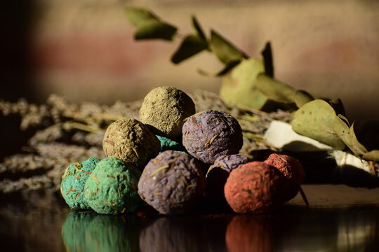 Bombs of Incenses for a Smelling and Relaxing Spa Day