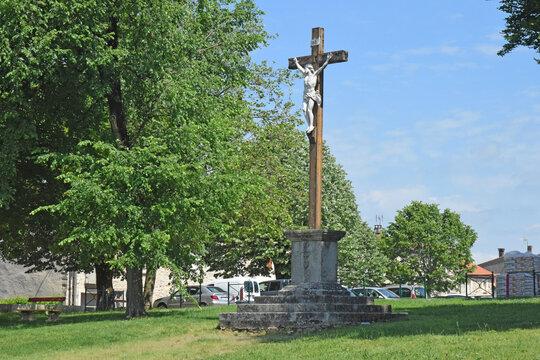 Christ en croix à Montredon-Labessonnié, Tarn, Occitanie,