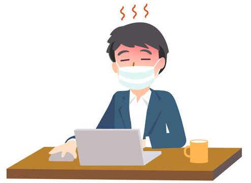 マスクをしてパソコン操作する男性(熱中症)