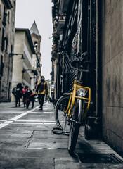 Bicicleta aparcada en la calle