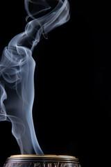 Obraz dym, czarna, ogień, płomień, gorąca, iskra, palenie, kadzidło, fala, barwa, biała, deseń, zapłon, medytacja, dymek, obłok, kłęby, abstrakcja, wir, sztuka, smuga, kształt, kadzielnica, kadzielniczka - fototapety do salonu