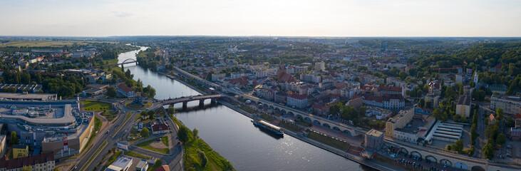 Szeroka panorama centrum miasta Gorzów Wielkopolski, w tle Most Staromiejski, wieża Dominanta,...