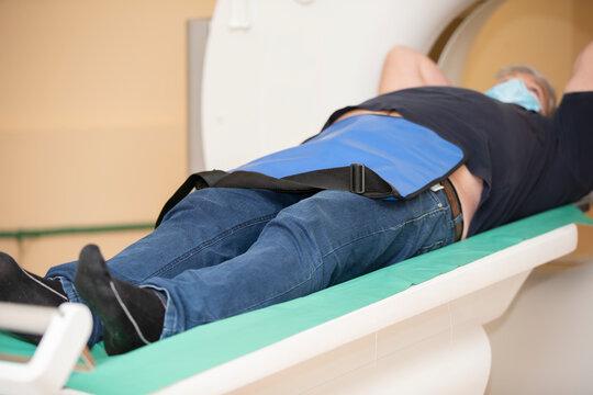 The patient undergoes MRI diagnostics.