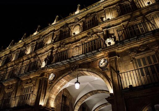 Plaza de Salamanca, España por la noche.