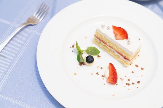 Shortcake with a petit dessert