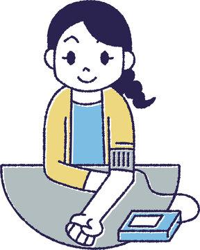 血圧測定をしている女性